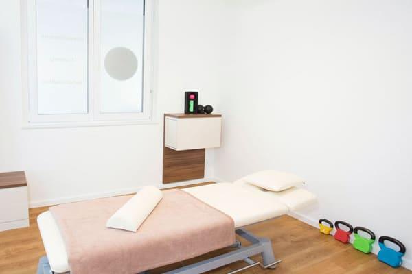 CORPORE praxis.training.vitality Penzberg Raum innen Physiotherapie Behandlungsraum