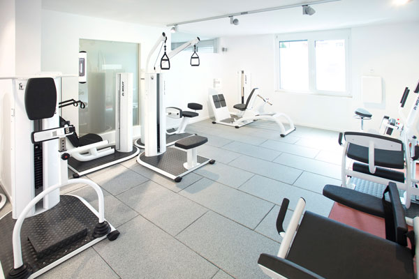 CORPORE praxis.training.vitality Penzberg Raum innen Traningsgeräte Dr. Wolff